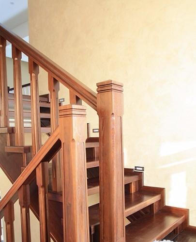 устрицы, черные лестница на второй этаж римские колонны основном